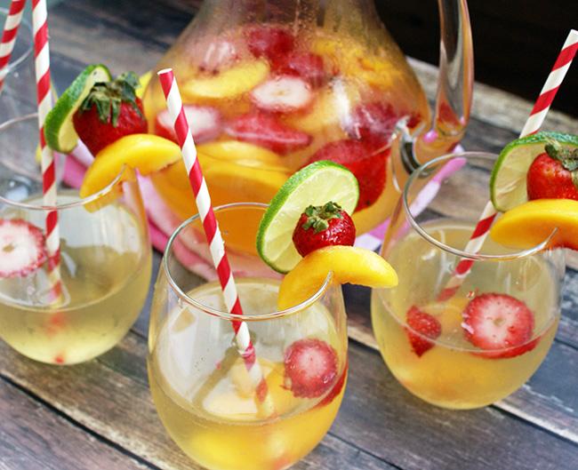 Cocktails de verão - Sangria branca de frutos vermelhos