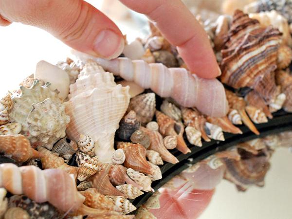Decoração sem custos - um espelho de conchas e búzios