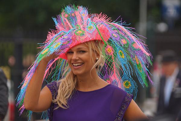 Chapéus loucamente originais - inspirado nos pavões