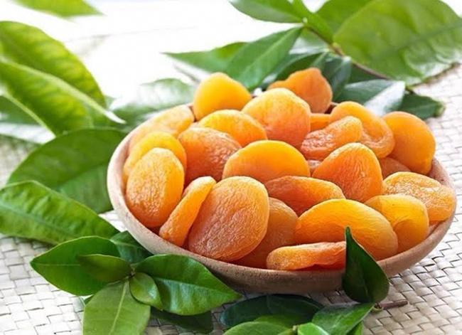 Frutos e vegetais que ajudam a manter a pele bronzeada - Damasco seco