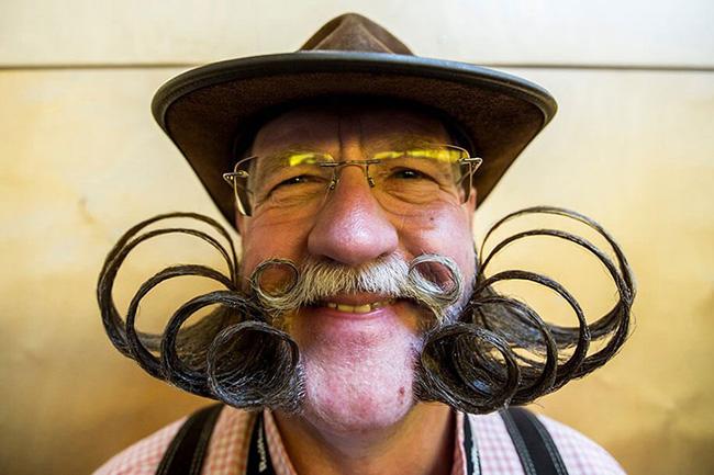 Bigodes de impor respeito - um dos melhores bigodes no concurso mundial