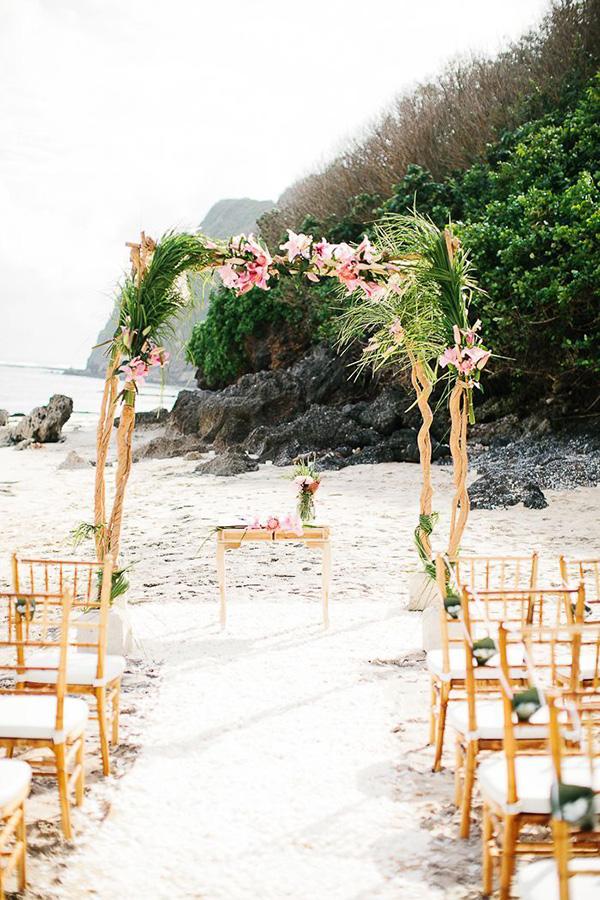Casamentos na praia - decoração orgânica, em bambu, madeira ou vime