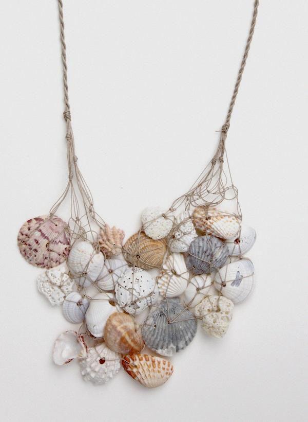 Decoração sem custos - um colar de conchas e búzios