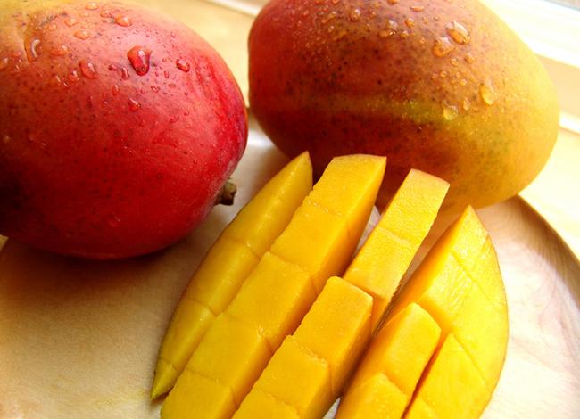 Frutos e vegetais que ajudam a manter a pele bronzeada - Manga
