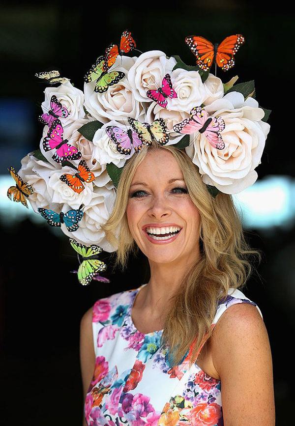 Chapéus loucamente originais - com flores e borboletas