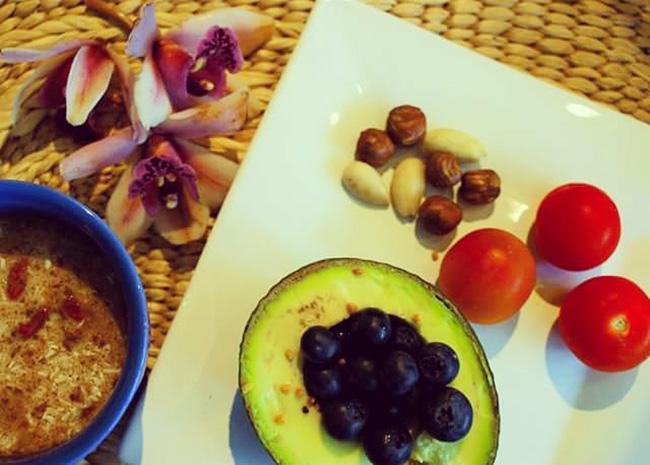 Abacate recheado - 4 super pequenos almoços alcalinos, por Rita Boavida