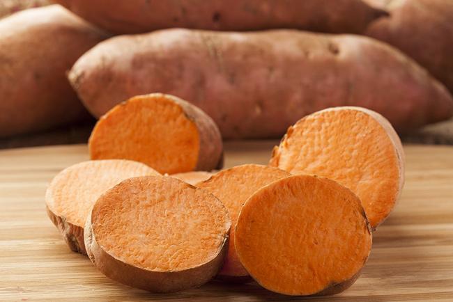 Frutos e vegetais que ajudam a manter a pele bronzeada - Batata doce