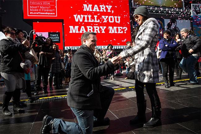 Os pedidos de casamento mais originais e românticos - ecrã gigante<
