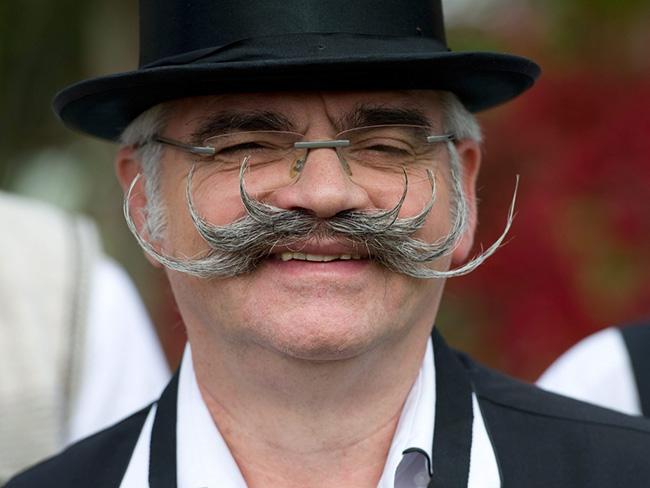 Bigodes de impor respeito - um bigode penteado para cima