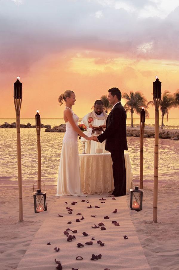 Casamentos na praia - Decorar com tochas e velas