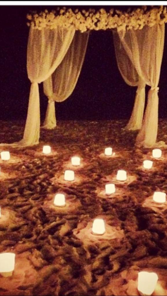 Casamentos na praia - Decoração com tochas e velas