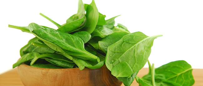 Frutos e vegetais que ajudam a manter a pele bronzeada - Espinafres