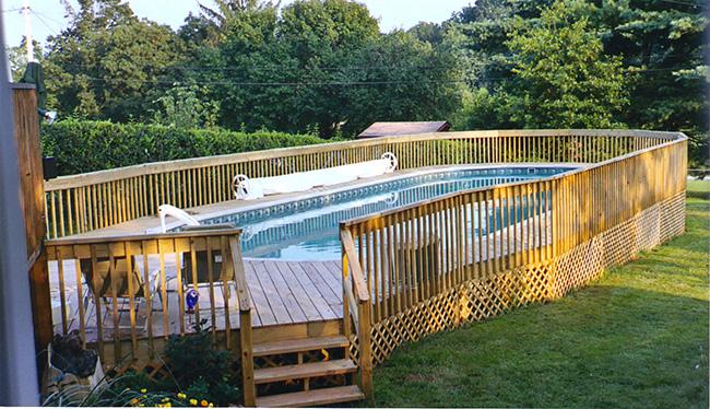 Piscinas de sonho - piscina com vedação em madeira