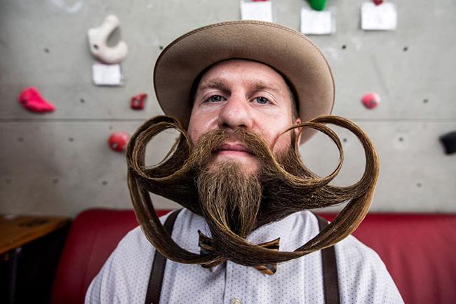 Bigodes de impor respeito - a arte de pentear bigodes