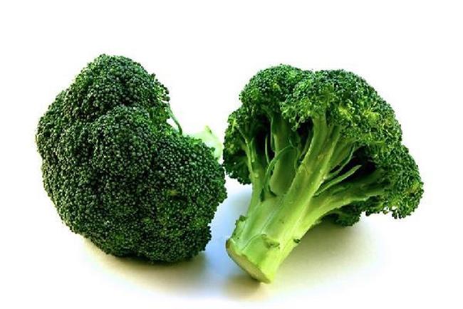 Frutos e vegetais que ajudam a manter a pele bronzeada - Bróculos