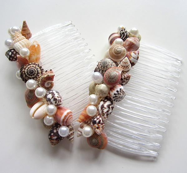 Decoração sem custos - ganchos de cabelo feitos de conchas e búzios
