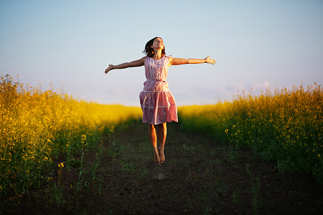 Mindfulness, 5 dicas para ganhar paz e ser mais feliz - Voltar ao corpo algumas vezes por dia