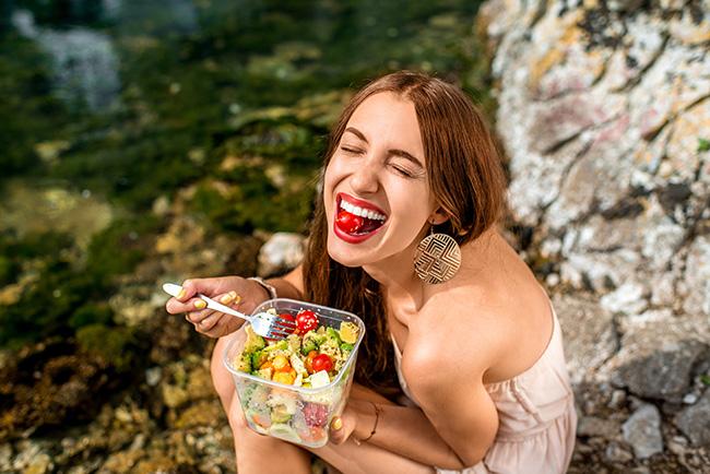 Mindfulness, 5 dicas para ganhar paz e ser mais feliz - Coma com presença