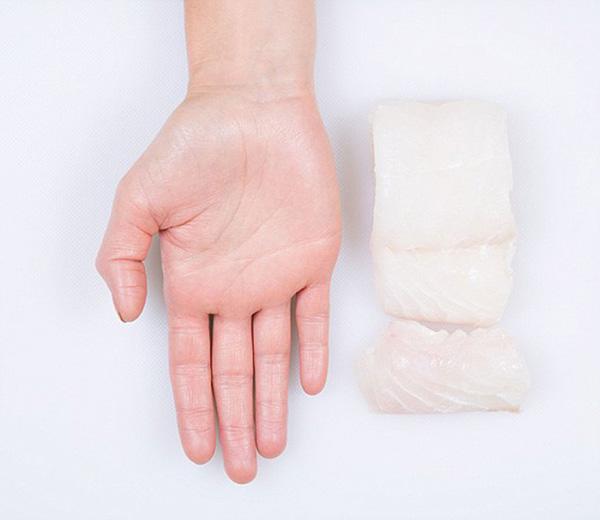 Nutrição - as quantidades ideais de cada alimento - palma da mão, dose de peixe
