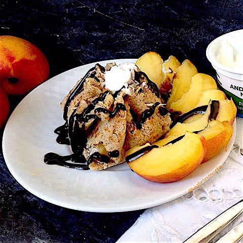 Trouxa de fruta com iogurte, por Luísa Fortes da Cunha