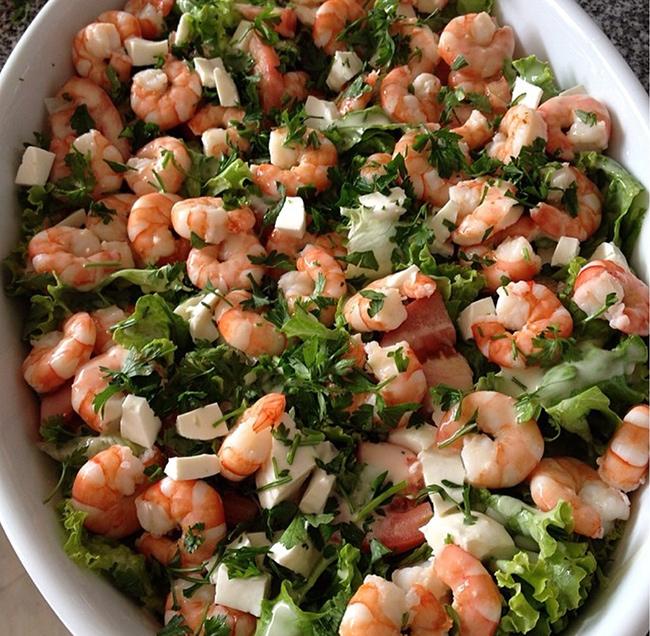 Saladas de verão por Luísa Fortes da Cunha - Salada de camarão com queijo fresco