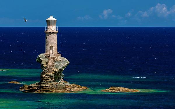 Faróis de sonho: Farol de Tourlitis – Andros, Grécia