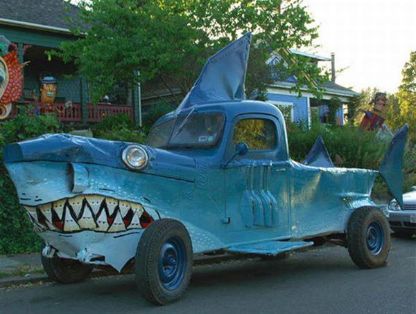 Carros completamente loucos - Carro tubarão