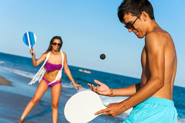 Dicas para um dia de praia perfeito - Pense previamente em jogos