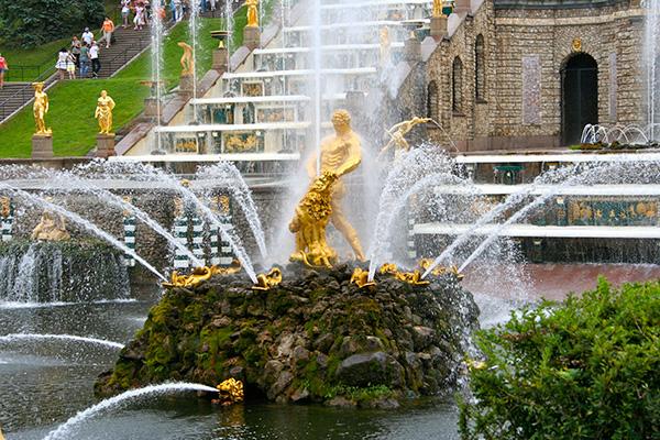 As mais belas fontes do mundo: Fonte de Sansão – São Petersburgo, Rússia