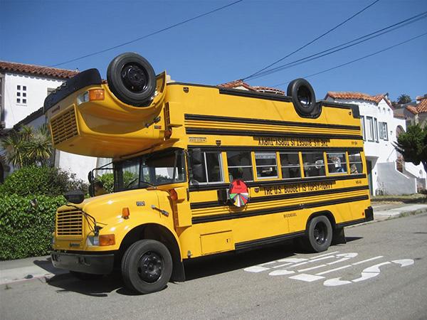 Carros completamente loucos - Autocarro duplo