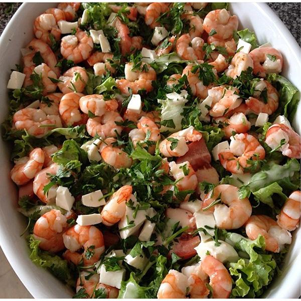 Saladas de verão: Salada de camarão com queijo fresco
