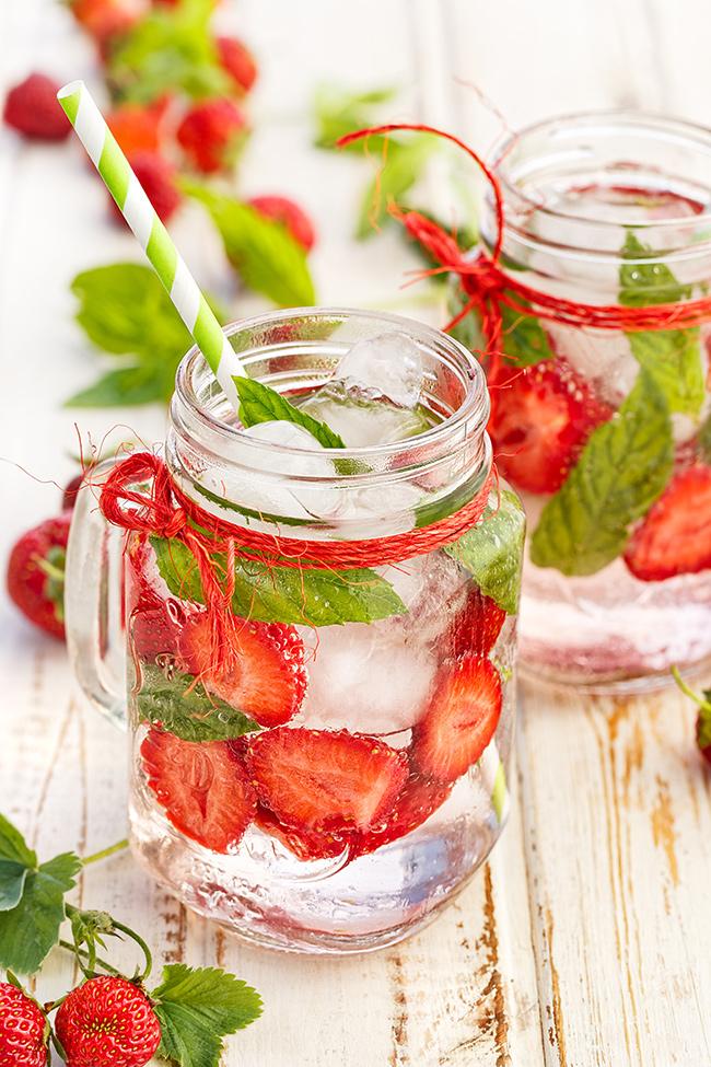 Dicas para se manter hidratado neste verão - Beba águas detox ou funcionais