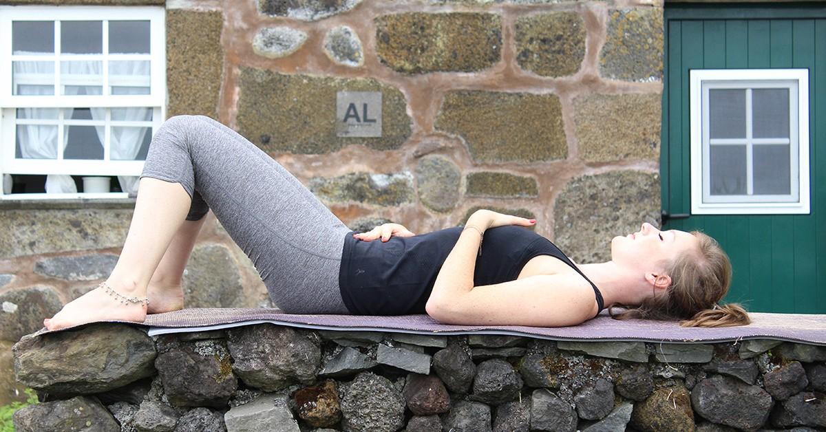 3 exercícios de yoga para dormir melhor