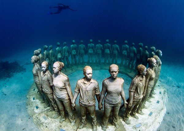 Esculturas que só podem ser vistas debaixo de água - obra de Jason deCaires Taylor