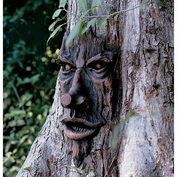 "Esculturas para jardim que impressionam - escultura embutida numa árvore ""avó Willow"""