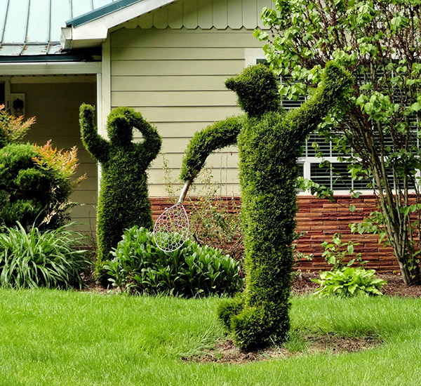 Arbustos com formas divertidas e surpreendentes - pessoas a jogar ténis