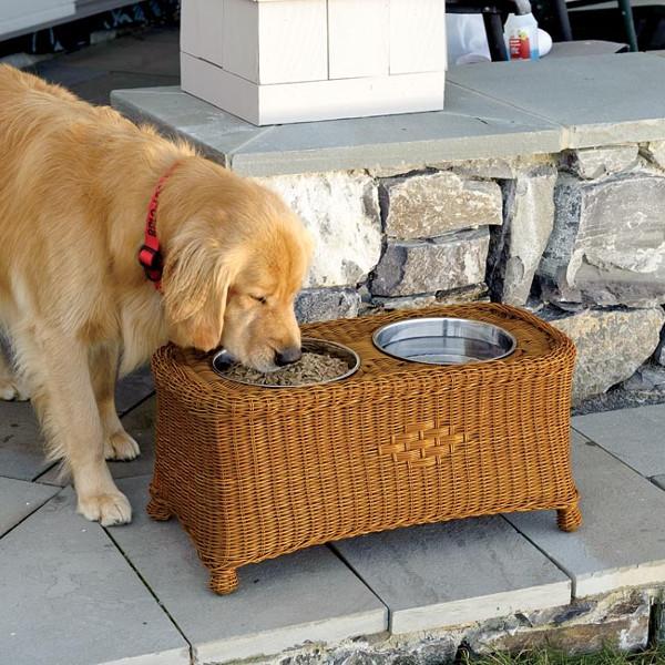 Bebedouros para animais domésticos - em cesto de vime