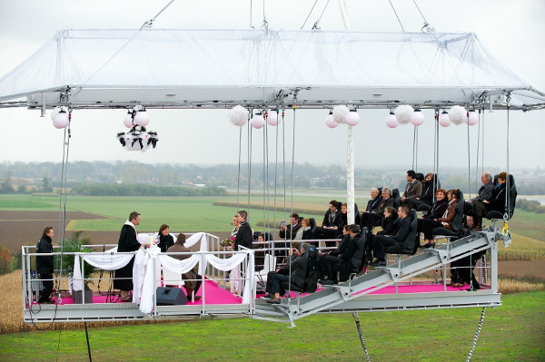 Casamentos mais originais de sempre - casamento numa plataforma suspensa a 50 metros do chão