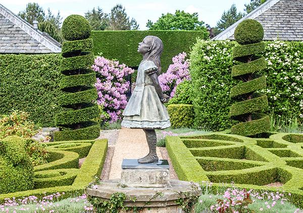Esculturas para jardim que impressionam - Alice no País das Maravilhas