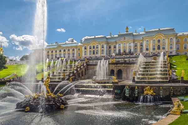 Palácios imponentes - Palácio de Peterhof – S. Petersburgo, Rússia