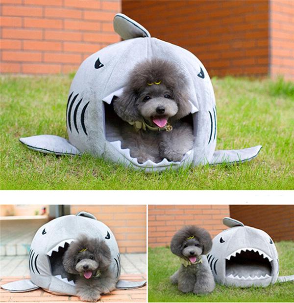 Casas amorosas para animais de estimação - casota em forma de tubarão