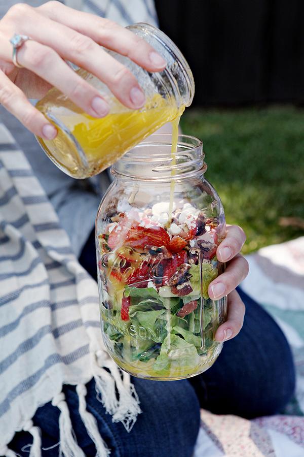 Um piquenique perfeito - recorra a frascos para transportar os alimentos
