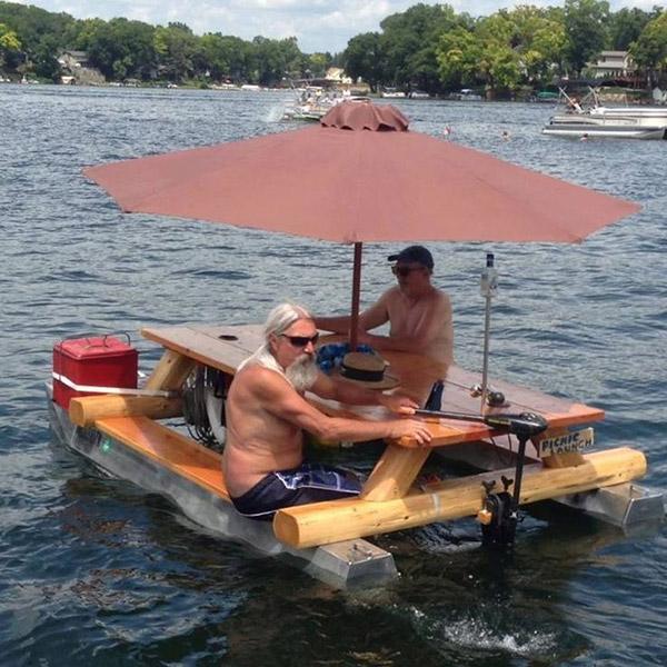 Barcos completamente loucos - jangada de luxo