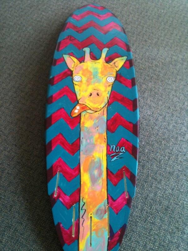 10 pranchas de surf originais - prancha com pintura de girafa