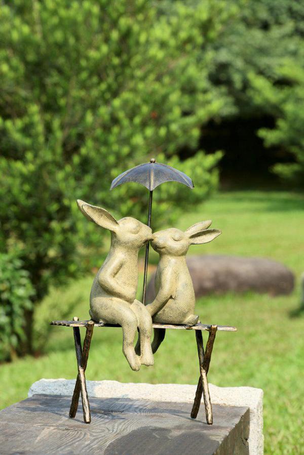 Esculturas para jardim que impressionam - coelhinhos amorosos
