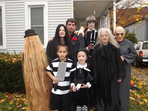 Disfarces de Halloween muito divertidos e assustadores - Uma verdadeira família Addams