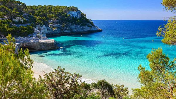 Praias lindas banhadas pelo Mediterrâneo - Praia Mitjana, Menorca