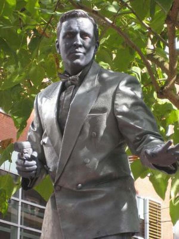 Estátuas vivas que impressionam - uma estátua viva premiada