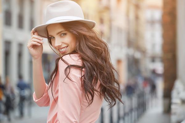 Como organizar o seu closet - chapéu cheio de estilo