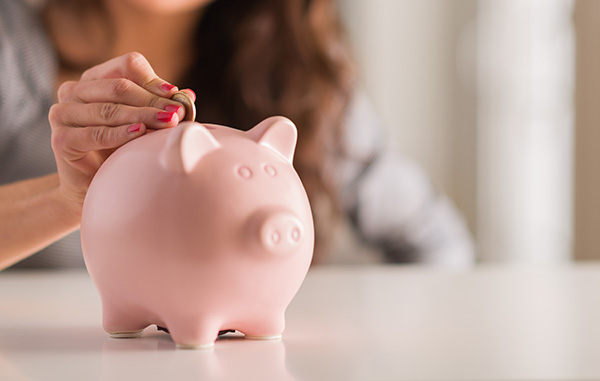 Estratégias para poupar dinheiro para as próximas férias - Volte ao porquinho mealheiro.